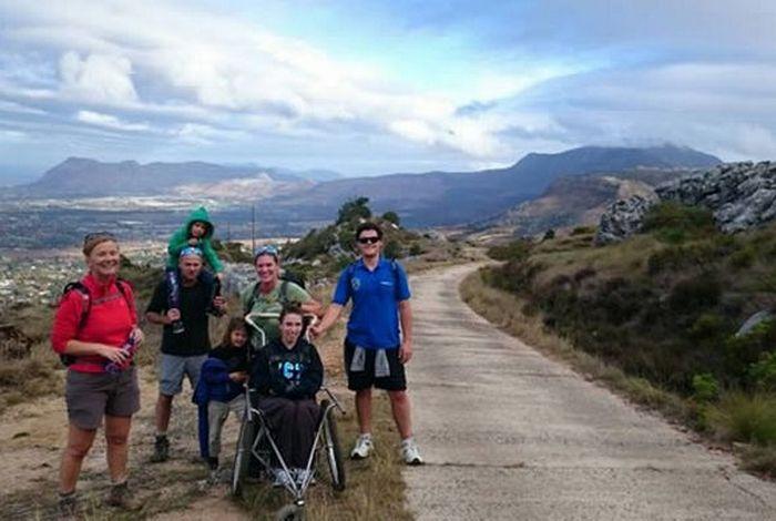 Чаэли Майкрофт, страдающая церебральным параличом, покорила Килиманджаро.