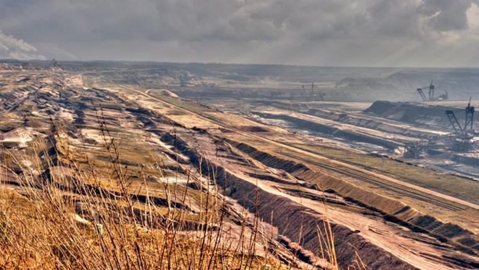 Добыча угля уничтожает природу.
