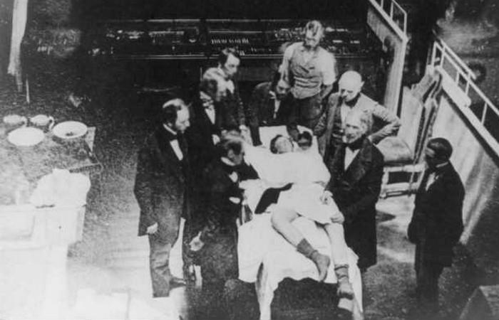 Кокаин-анестетик впервые был использован в США в 1880-х годах.