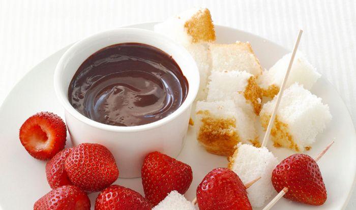 В кофеварке можно сделать шоколадное фондю.
