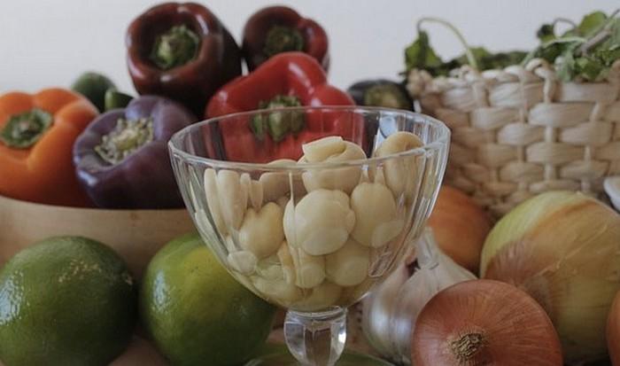 В кофеварке можно приготовить овощи на пару.