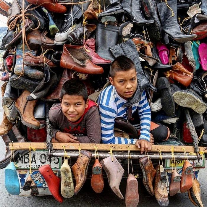 - А меня папа в ботинке нашел...
