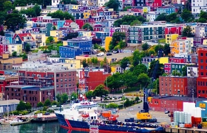 Сент-Джонс - столица канадской провинции Ньюфаундленд и Лабрадор.