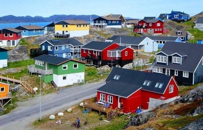 Нуук - поразительно красочные деревянные дома.