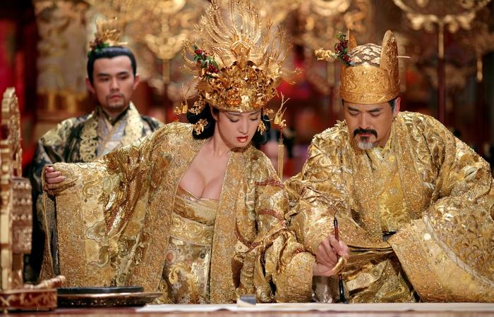 Цвет императорской семьи Китая.