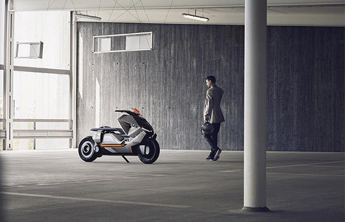 «Байк Concept Link» - это одновременно мотоцикл и средство связи.
