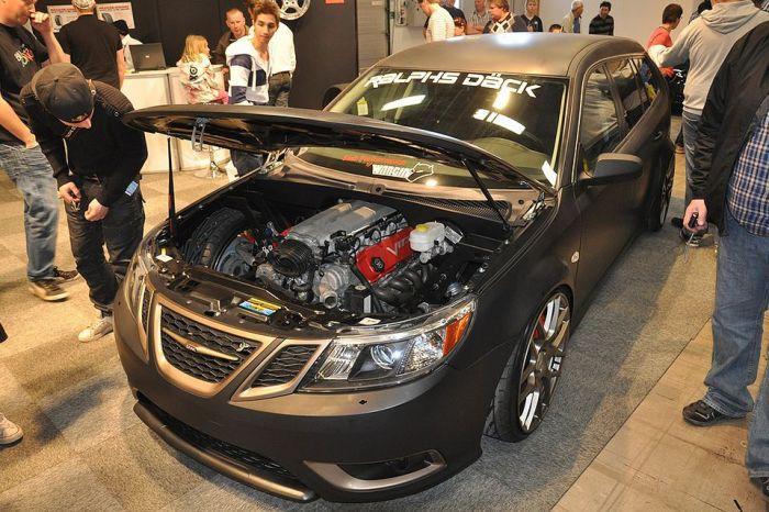 Впихнуть то, что нельзя впихнуть Saab 9-3 Wagon с мотором Dodge Viper SRT10.