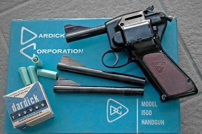 Револьвер-пистолет и его треугольные патроны. |Фото: zonwar.ru.
