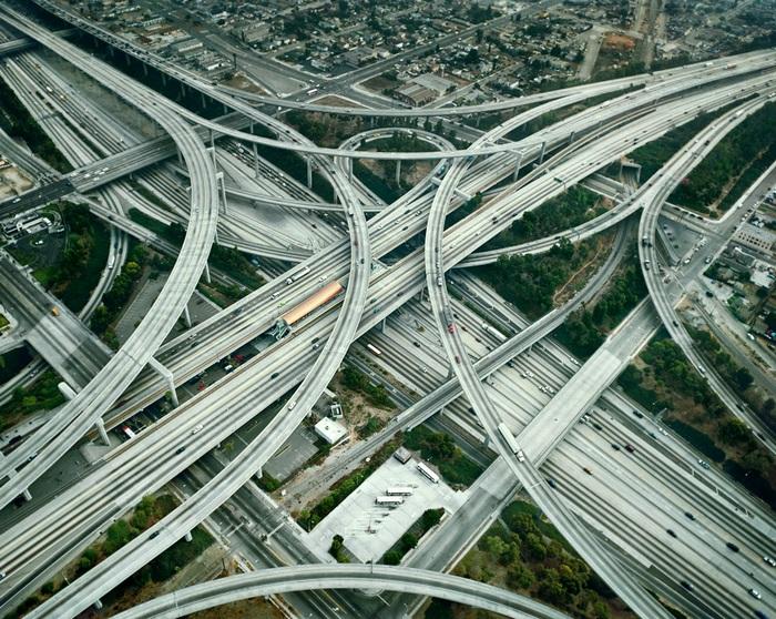 Стековая транспортная развязка в Лос-Анжделесе.