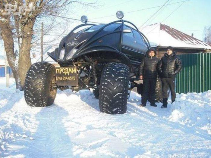 Сумасшедший автомобиль, созданный умельцем с Алтая.