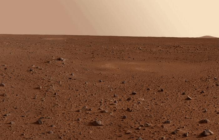 Типичный снимок пустынной планеты Марс.