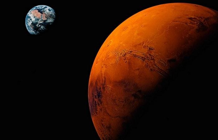 Взгляд на Красную и Голубую планету.