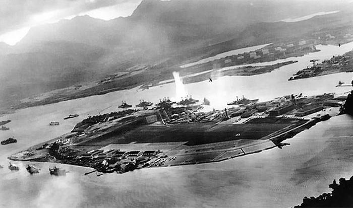 Сбил японский самолет во время бомбардировки Перл-Харбора.