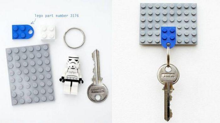 Нестандартное решение: брелок для ключей из кирпичиков Lego.