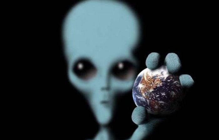 Люди верят в НЛО и пришельцев...