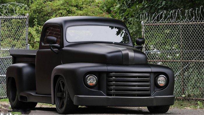 Автомобиль Ford F-1 Truck.