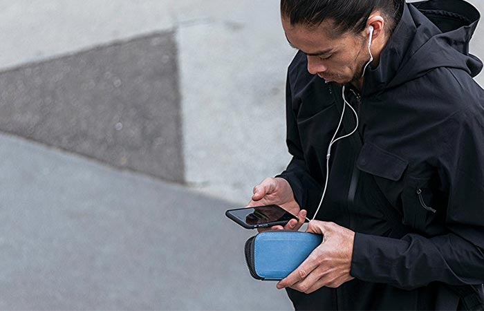 Водонепроницаемый чехол-сумка Bellroy All Conditions Phone Pocket.