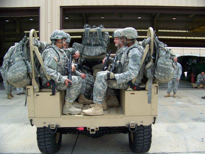 Спецназовцы в кузове авто.