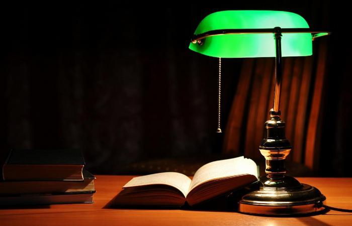Ночь, лампа, книга... или ПК.