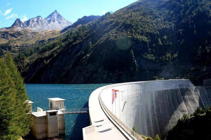 Плотина Контра в Швейцарии.