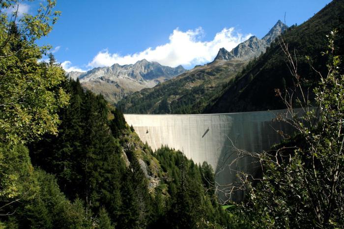 В Швейцарии много ГЭС.