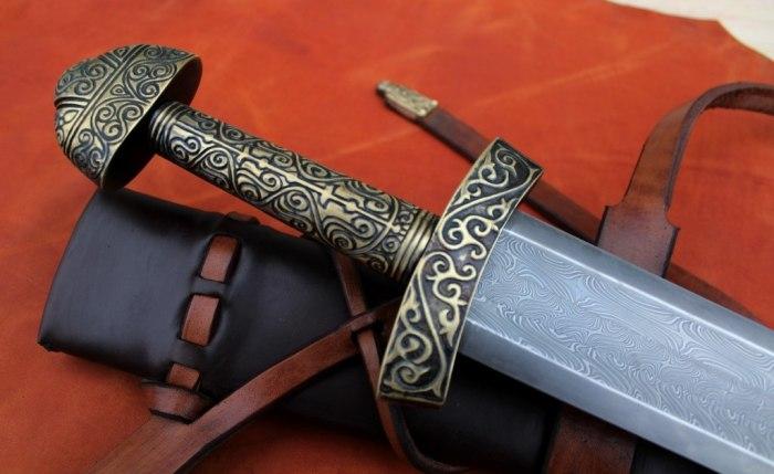 Мечи из дамаска археологи находят у франков, в небольшой количестве у славян, а также германцев, в том числе викингов. gregforge.com.ua.