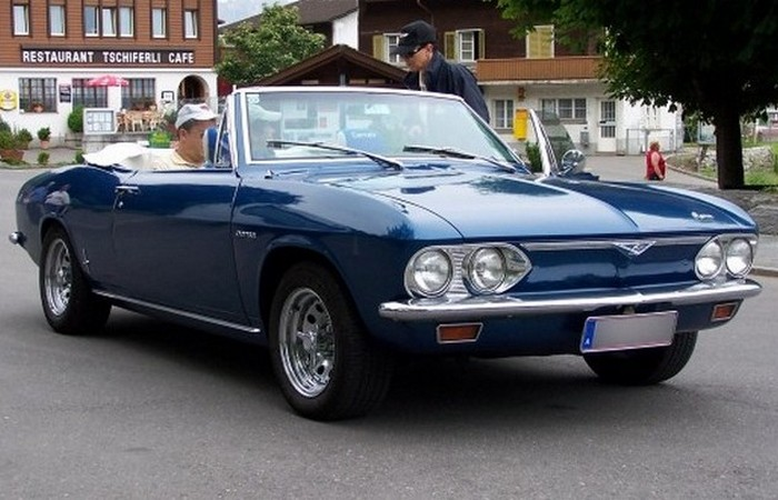 Автомобиль Chevrolet Corvair.
