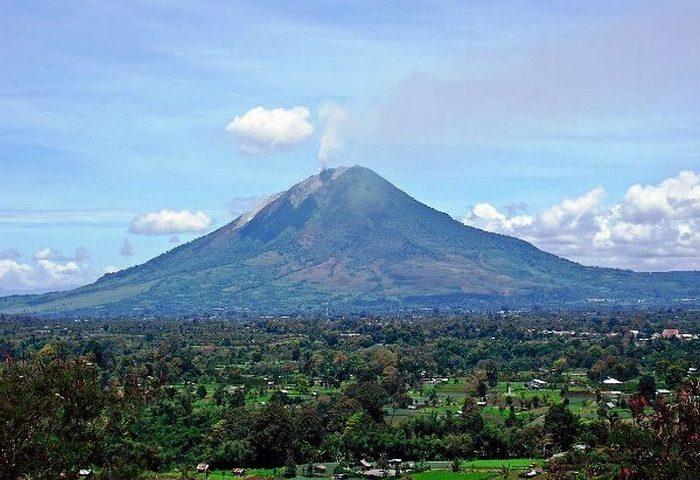 Опасное место: гора Синабунг.