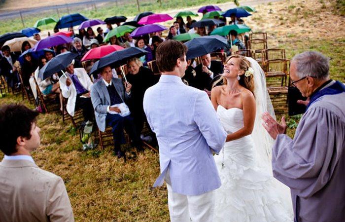Компания, которая обещает безоблачную погоду на свадьбе на $  100 000.