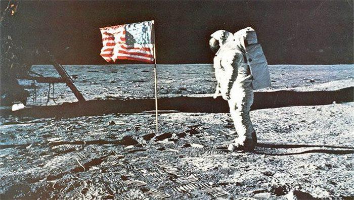 Развенчанный миф: полет на Луну был подделан.
