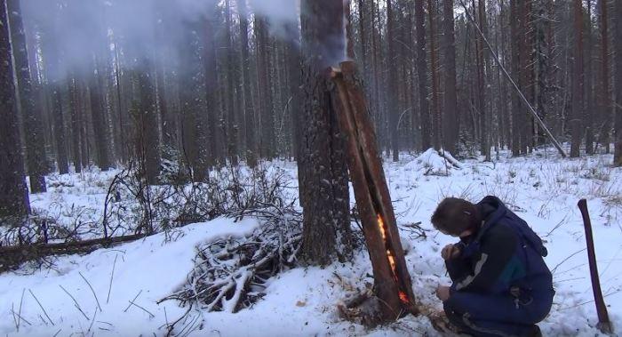 Разводим огонь. ¦Фото: youtube.com.