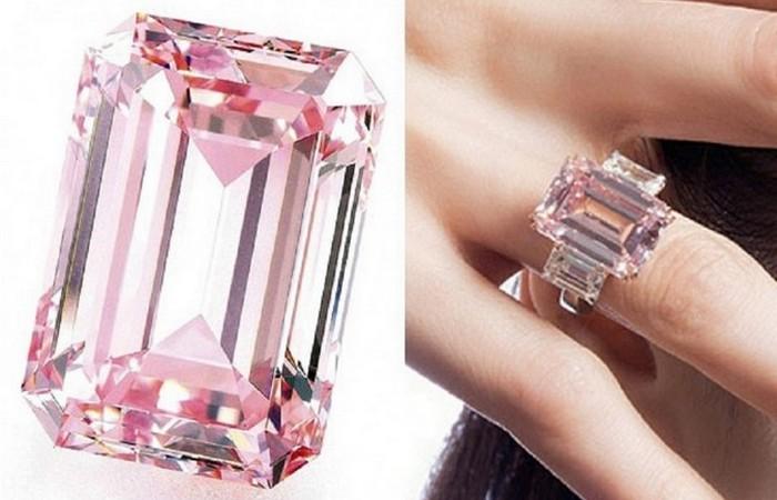 Идеальный розовый бриллиант.