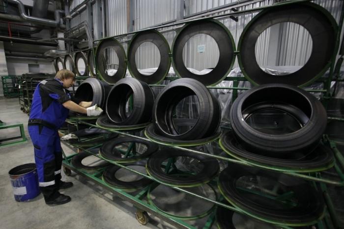 Наносят метки еще на стадии производства. |Фото: kolesospec.ru.