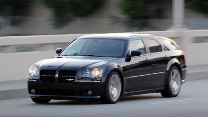 Dodge Magnum SRT8: просторный и мощный.