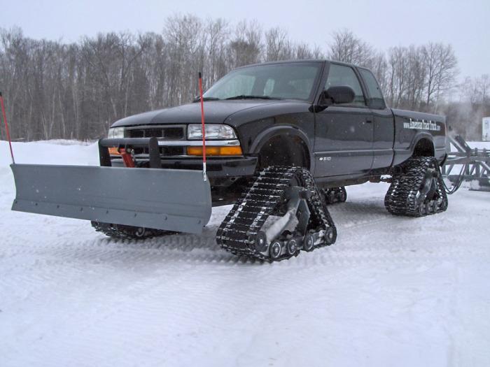 Автомобиль в режиме снегоуборочной машины.