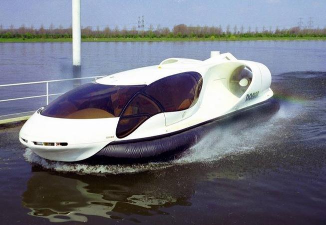 Катер на воздушной подушке DONAR Hovercraft на воде.