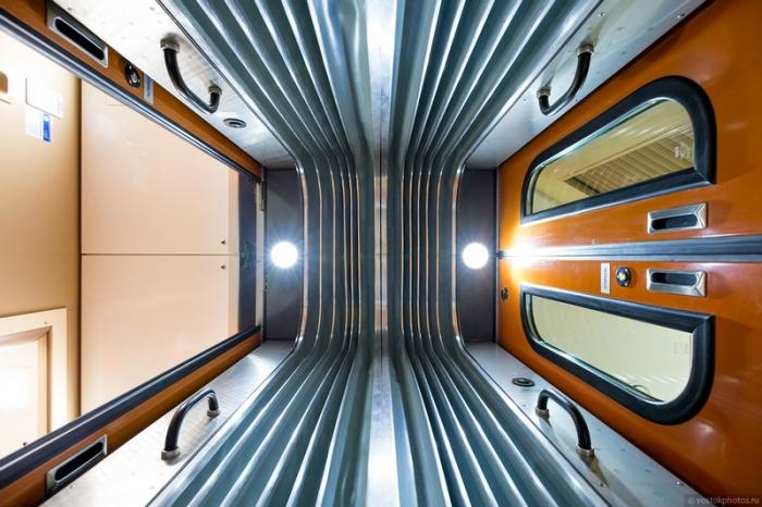 Тамбур в двухэтажном поезде.