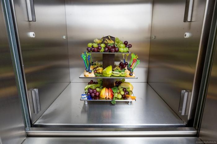 Лифт для готовых блюд.