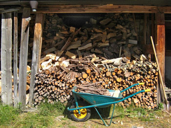 А еще дрова хранят в дровниках.  Фото: basik.ru.