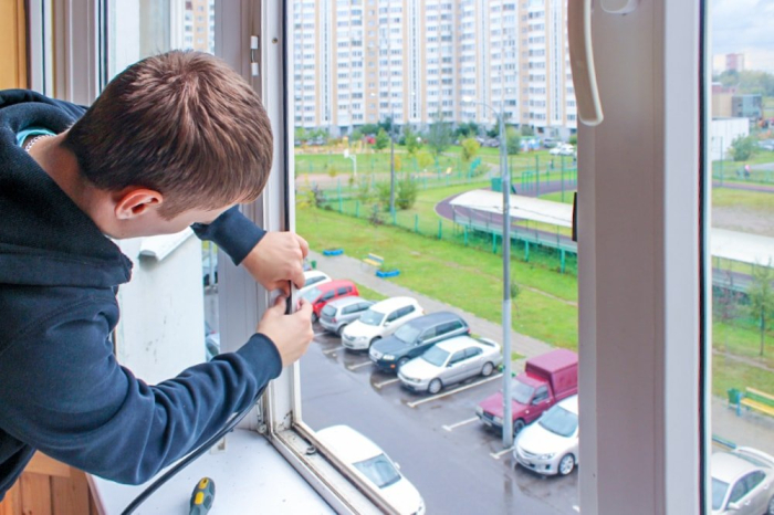 За окнами нужен своевременный уход. ¦Фото: oknalobnya.ru.