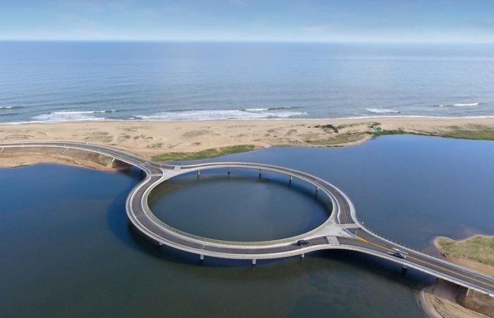 Laguna Garzon Bridge. Уругвай.