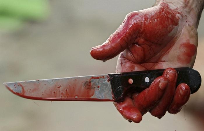 Нож в ране: вынимать или нет.