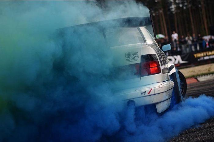 Сизого дыма быть также не должно. |Фото: autovizov.ru.