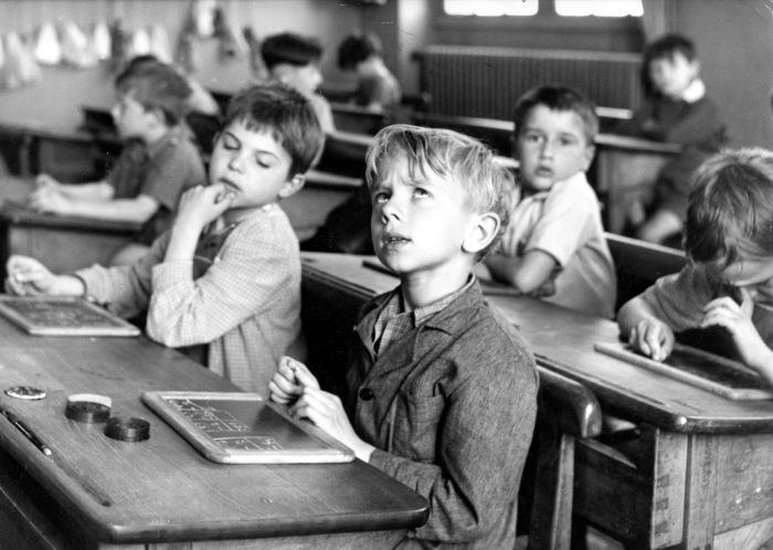 Советская система образования не только учила, но и воспитывала.  Фото: paperwalker.blogspot.com.