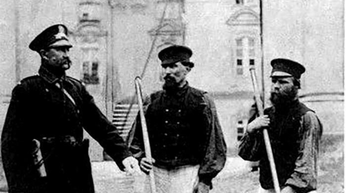 Непростая профессия: чем занимались дворники в дореволюционной России