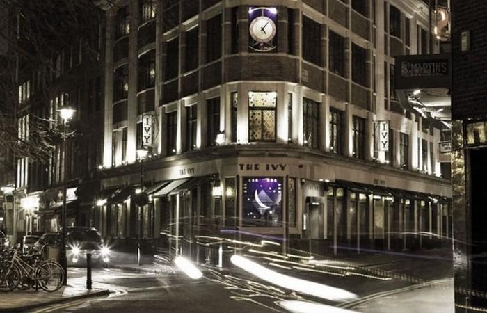 Клуб занимает 3 этажа над рестораном.