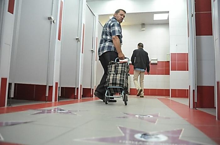 Для ожидающих туалет бесплатен.