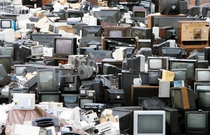 Экологическая проблема: электронные отходы.