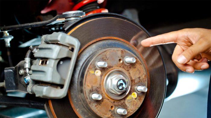 Со сломанными тормозами ехать нельзя. |Фото: gandgautorepair.com.