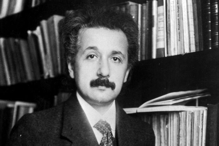 Эйнштейн провалил тест по ботанике и французскому языку.